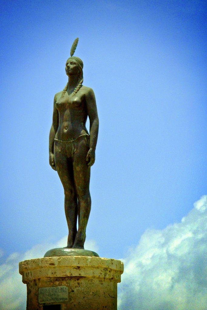 Statue of India Catalina. Visit our website: http://www.going2colombia.com/  Una de las estatuas más representativas y histórica dela ciudad de Cartagena