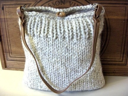 Knit bag nice and simple and clean-love this.  even i can knit something like this and i can barely knit.