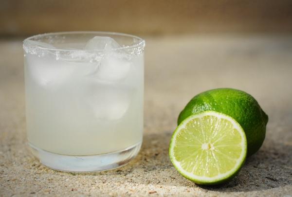 margarita: Happy Hour, On Margaritas, Fun Recipes, Cocktails Margaritas, Margaritas Recipes, Drinks Again Mmmmm, Classic Margaritas, Drinks Againmmmmm, Margaritahhhhhhh