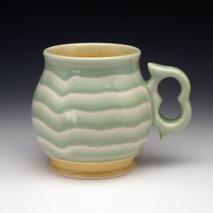 Large coffee mug with ergonomic handle Large coffee mugs
