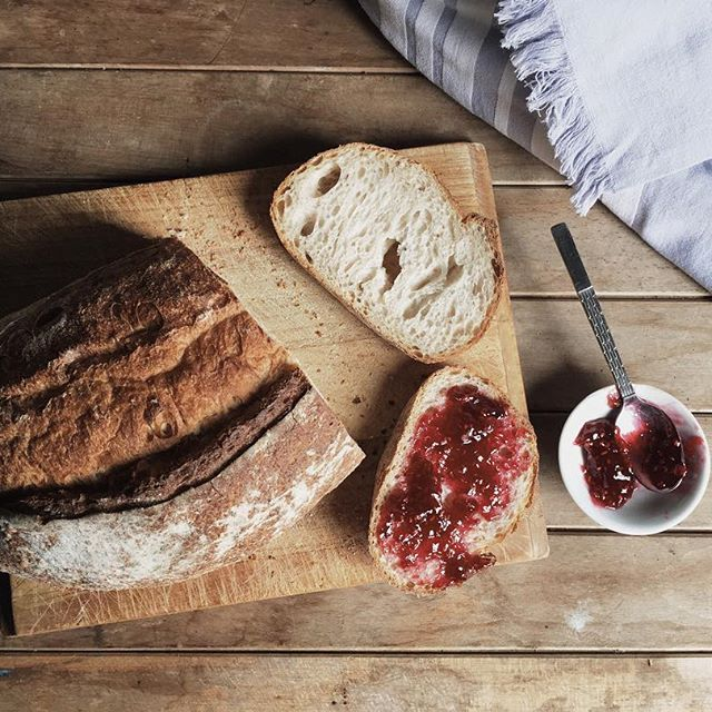Bank holiday breakfast calls for a good old fashioned dopamine hit. And sourdough with raspberry jam + builders tea fits the bill rather nicely. #wheretheresteathereshope #chroniclesofcalm #livethelittlethings #visualsoflife #byarrangement #slowmorning #littlestoriesofmylife #sharedjoy #lovelettertobread #itsstill_life #makeitblissful #writingprompts #quietthechaos #stillswithstories #simplepleasures #soulful_moments #thesimpleeveryday #visualcrush #morningslikethese #ofsimplethings…