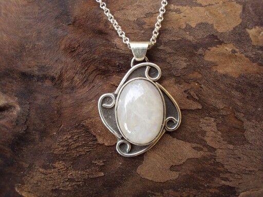 Medallón de Plata y Piedra Luna