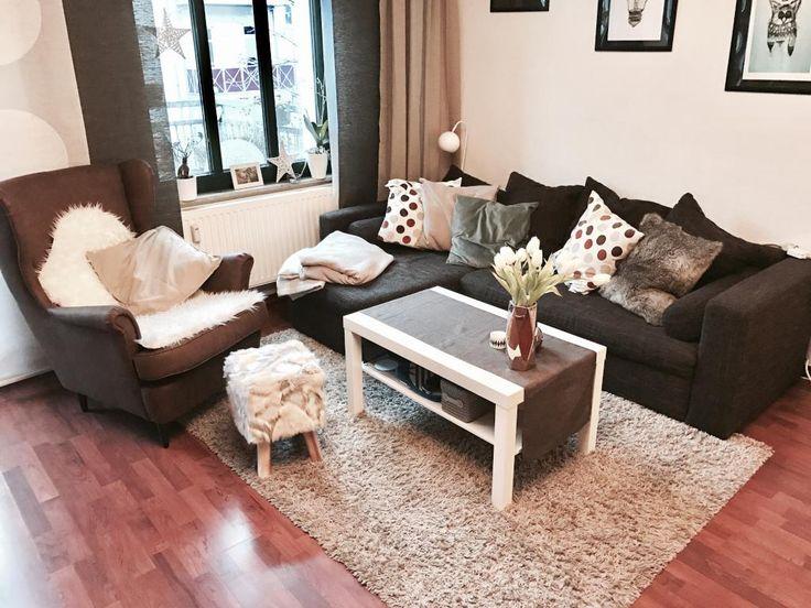 Sofa Und Sessel Werden Durch Decken Kissen Felle