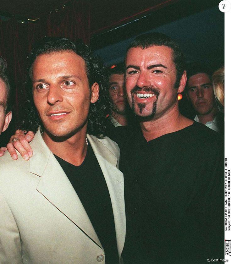George Michael avec Jean-Roch à La Villa à Saint-Tropez en 1997. Le chanteur anglais est mort à 53 ans le 25 décembre 2016.