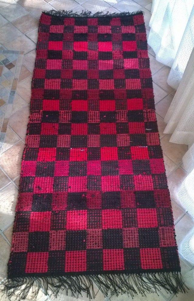 Perinteisten raitojen lisäksi mattoon voi tehdä myös ruutuja