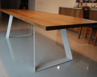 Table à manger à la main. Pur design contemporain. par Poppyworkspl