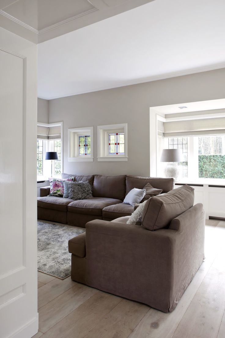 """Landelijk-moderne woonkamer met vouwgordijnen van Zonnelux. Foto: Anneke Gambon - """"Stijlvol Wonen"""" - © Sanoma Regional Belgium N.V."""
