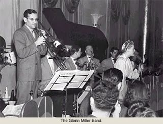 transitions to early swing jazz Although there were several well-known small swing groups (trios to septets) during the 1930's and early '40s jazz moved from new orleans to chicago.