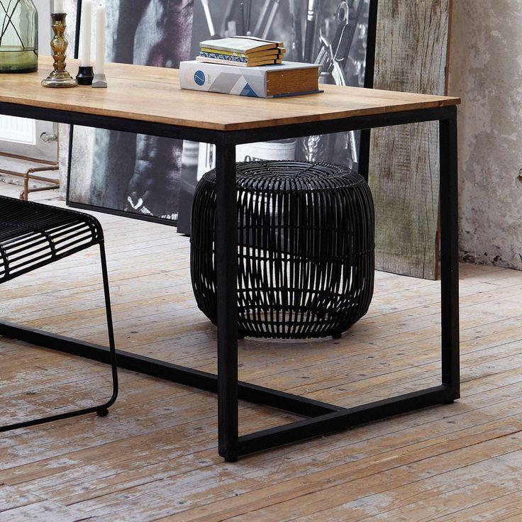 Fie ca il folosesti ca scaun suplimentar atunci cand ai prea multi musafiri la masa sau ca o mica masa de cafea langa canapea, avantajul e ca arata impecabil.
