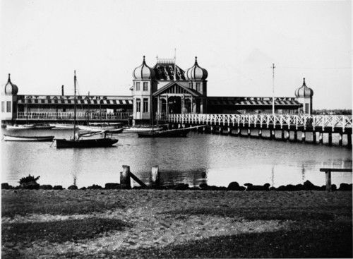 Public baths, Riverside Drive, Perth. Date unknown.