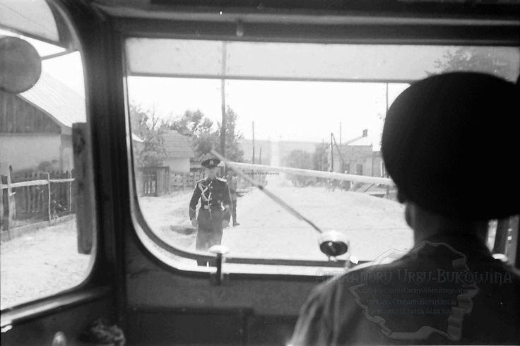 B57.Cernauti.Der Schlagbaum vor Cernowitz aus dem Autobus.24. Juli 1941.Fotograf Willy Pragher (2)