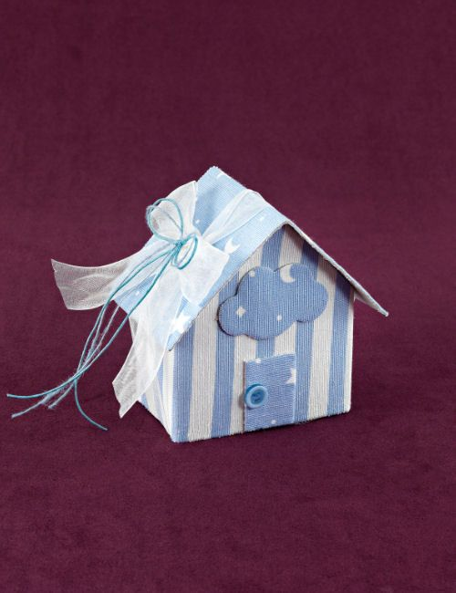 www.mpomponieres.gr Μπομπονιέρα βάπτισης σπίτι μεγάλο μέγεθος από βαμβακερό ύφασμα σιέλ ρίγα-αστεράκι, με τα κουφέτα μέσα στο σπιτάκι, διακοσμημένο με συννεφάκι και κουμπί και δεμένο με εκρού οργαντίνα 2,5cm σε διπλό φιόγκο. #mpomponieres #bomboniere #baptism #vaptisi #bonbonieres #μπομπονιερες #βαπτισης http://www.mpomponieres.gr/mpomponieres-vaptisis/mpomponiera-vaptisis-spitaki-megalo-siel-riga.html