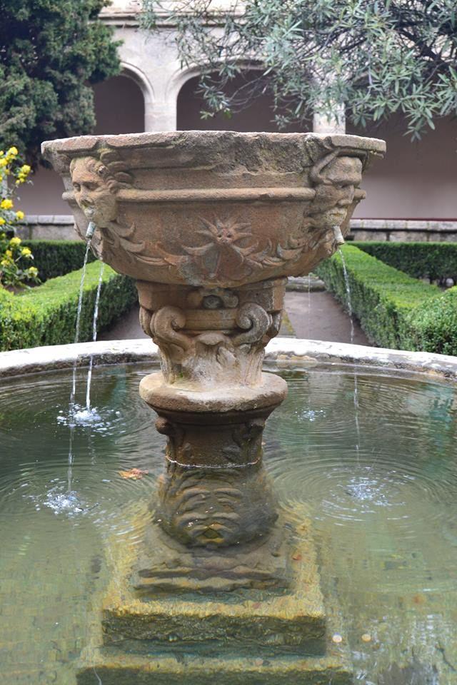 Preciosa fuente en el Claustro Gótico del Monasterio de Yuste. La foto es de nuestro amigo Antonio Velo.