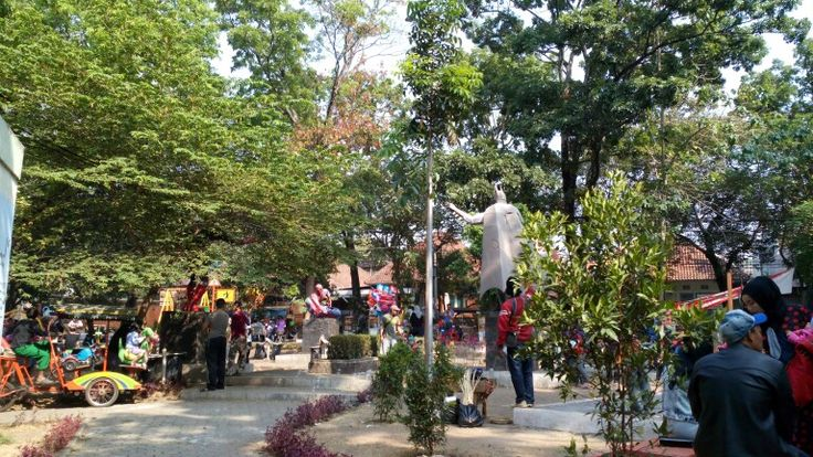 Taman Super Hero Bandung, this place crowded with kids and his family. :))