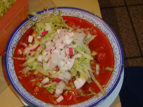 Pozole rojo al estilo Jalisco. El maíz pozolero precocido te ahorra muchísimo tiempo y esfuerzo. El color y sabor particular de este pozole se debe al uso del chile mirasol o guajillo.