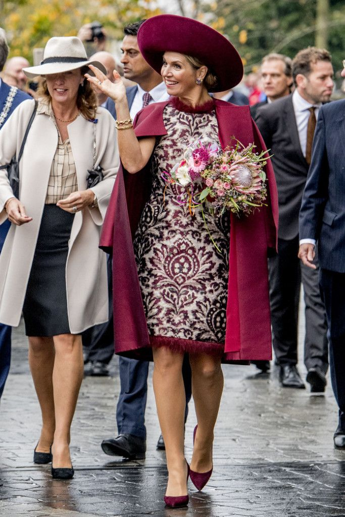 24 October 2017 - King Willem-Alexander and Queen Maxima visit the city of Amersfoort during their region visit to Eemnland - coat and dress by Natan