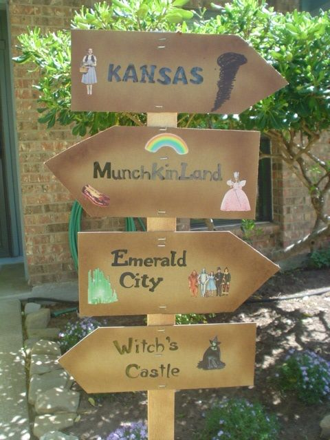 Wizard of Oz  Directional Sign - this would be easy to make for on the float