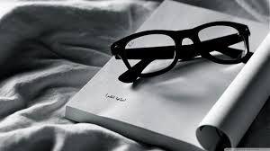 Bildergebnis für weiße Bücher und Gläser