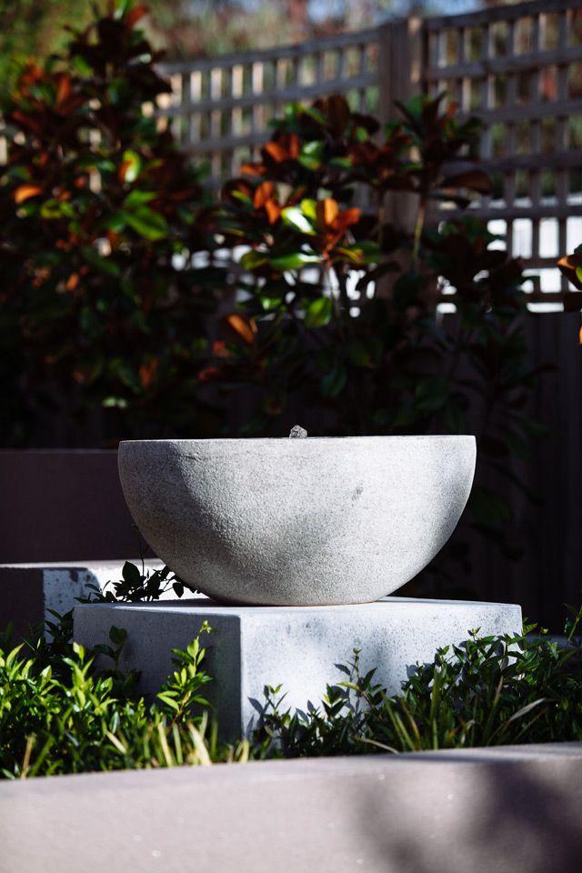 Contemporary Courtyard by KMLDesign. www.kmldesign.com.au