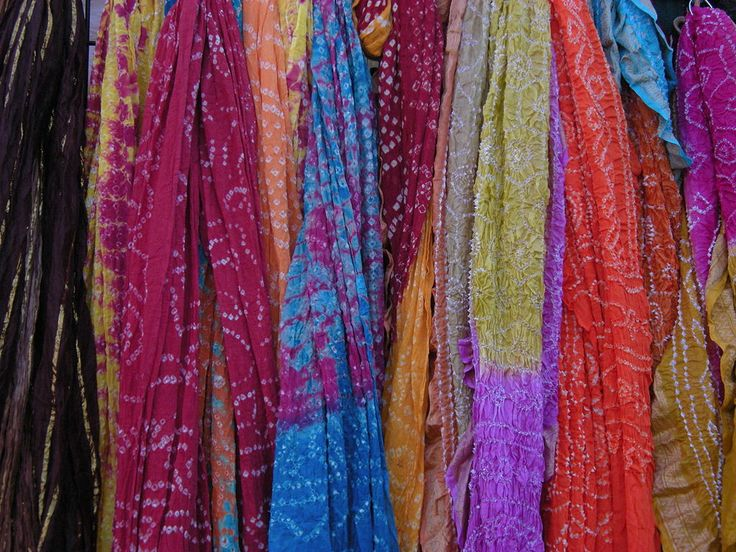 Scarves for Women: How to Wear and Tie a Scarf