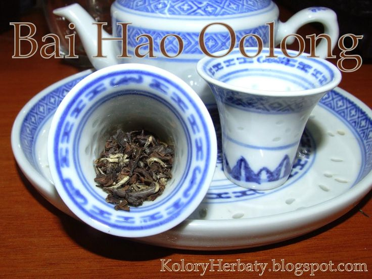 Kolory Herbaty: Bai Hao Oolong w niebieskim czajniczku