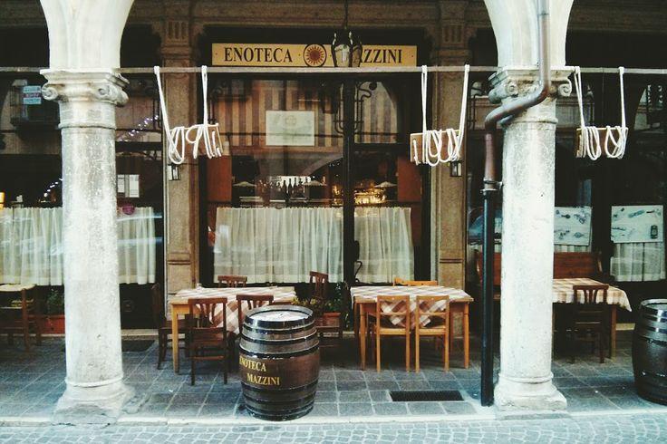Enoteca Mazzini. Altalene per bambini. #café #bar #giochi