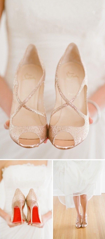 Des Louboutin dorées pour la mariée ♥                                                                                                                                                                                 Plus