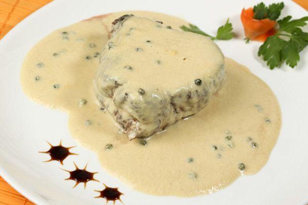 Il filetto al pepe verde è un secondo molto veloce da preparare e gustoso, ottimo per le cene con invitati. È molto diffuso anche internazionalmente. È un piatto che...