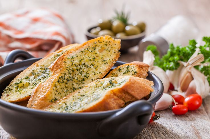 Garlic bread is one of the most delicious things you can pair with your spaghetti or lasagna. Here, you will learn how to make homemade garlic bread.