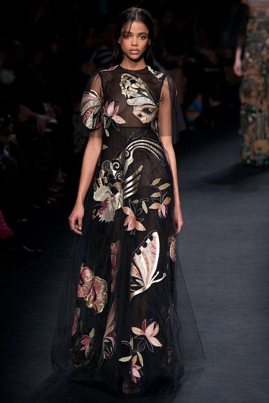 Valentino fall-winter 2015-2016 #fashion #PFW #moda #fashionwomancom #eveningdresses