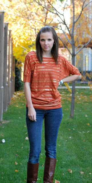 Merricks Art: Dolman Sleeve Top (Tutorial) - The fact that blousy/slouchy tops are kinda in right now is pretty awesome for a girl learning how to sew.  The only change I really made is to add a band around the bottom like the ones on the sleeves.  I am so happy with how this turned out.