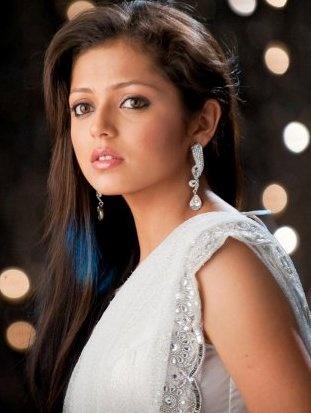 Drashti Dhami...Defines Classy  Fabulous