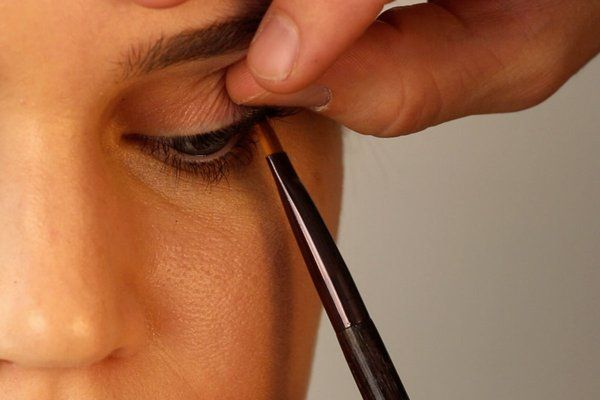 GIF Tutorial (makeup tutorials should be in nothing else): How to 'Tightline' Your Eyes - The Cut