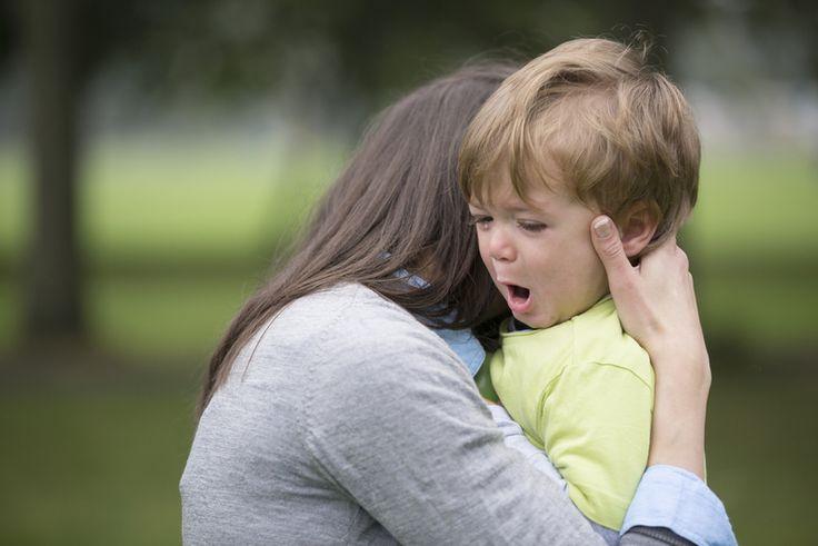 6 (σοβαροί) λόγοι που δεν πρέπει ποτέ να αναγκάζουμε τα παιδιά να αγκαλιάσουν κάποιον