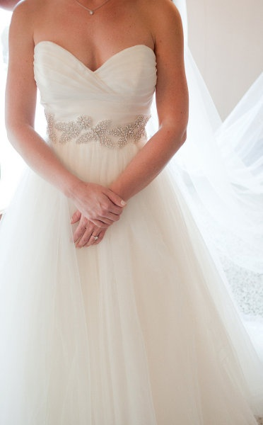 Sweetheart neckline with leaf beaded detailing