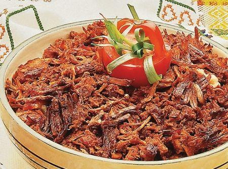 Carne Desfiada Temperada - Veja mais em: http://www.cybercook.com.br/receita-de-carne-desfiada-temperada.html?codigo=14632