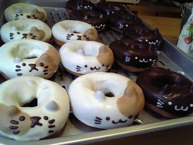Mais uma vez os japoneses nos surpreendem com coisas que parecem que nem existem. Esses doces são feitos com muita perícia. São quase que esculturas comestíveis