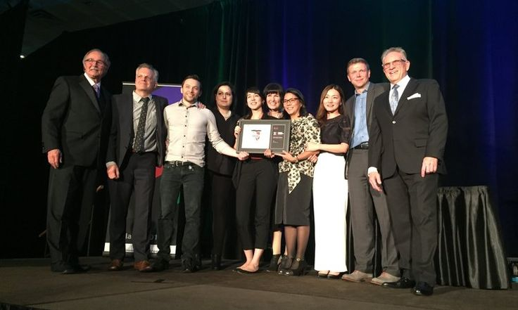 Davis | iÖGO was awarded Best of Show at the 2017 PAC Canadian Leadership Awards Gala. The Davis team was joined by Simon Small, VP Marketing at Ultima Foods, to accept the award.