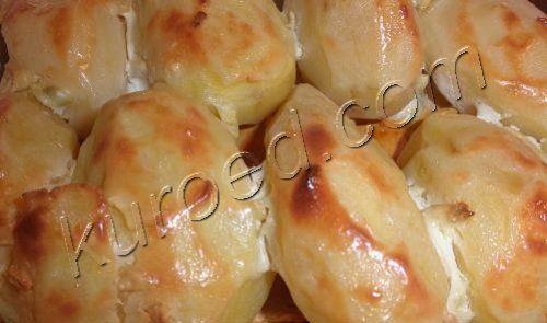 Картофель запеченный  под сметанным соусом