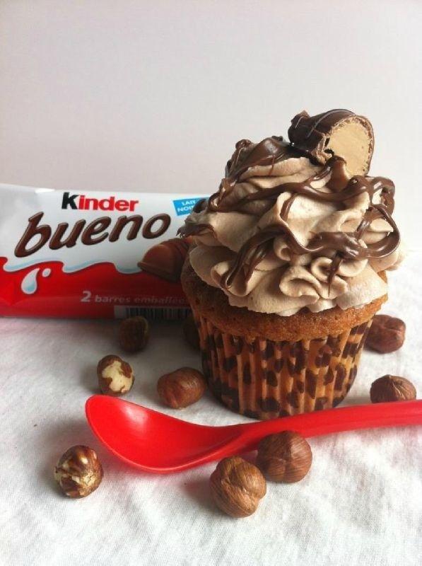 Cupcake + kinder bueno = NOMNOMNOM