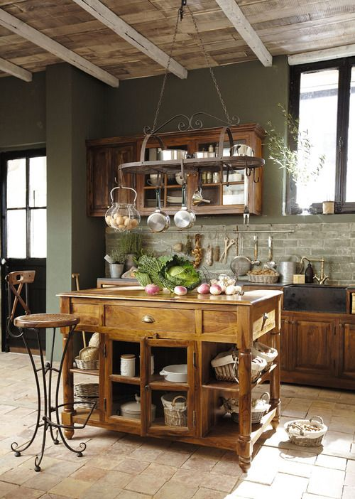 dyingofcute:  a traditional wooden kitchen
