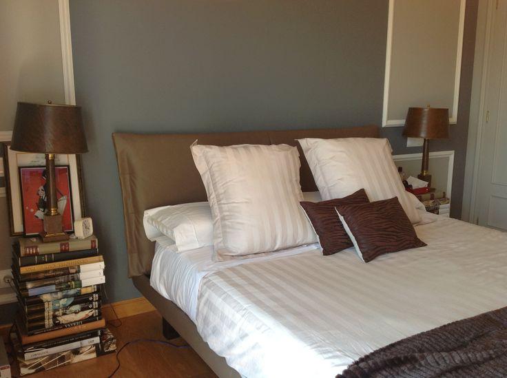 Detalle del dormitorio, que al estar a falta de mesitas y sobrado de libros se improvisaro este mobiliario...!!