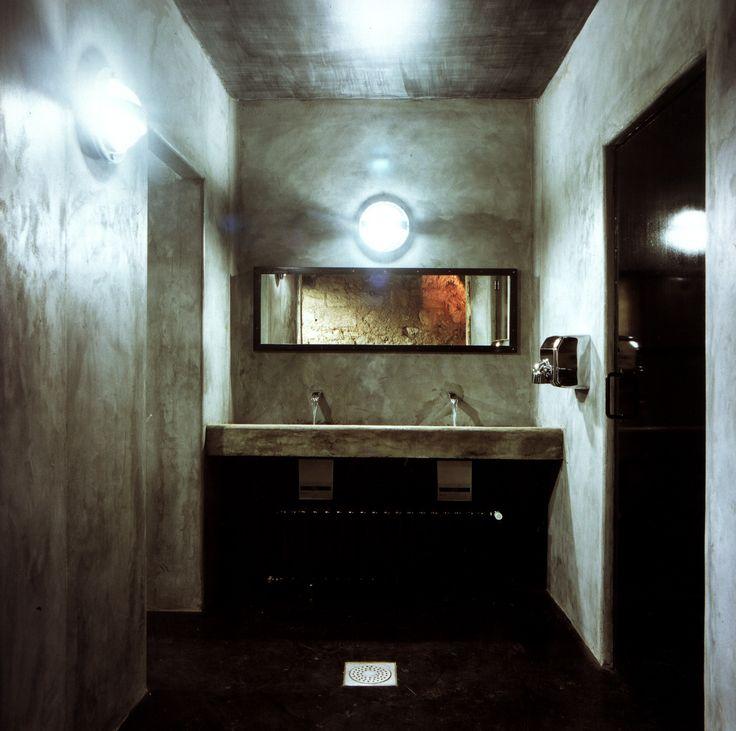 Aménagement intérieur d'un bar maitrise d'ouvrage : privée maitrise d'œuvre : H27architectes - marc benayoun livraison : juillet 1999 photographe : Marc Benayoun