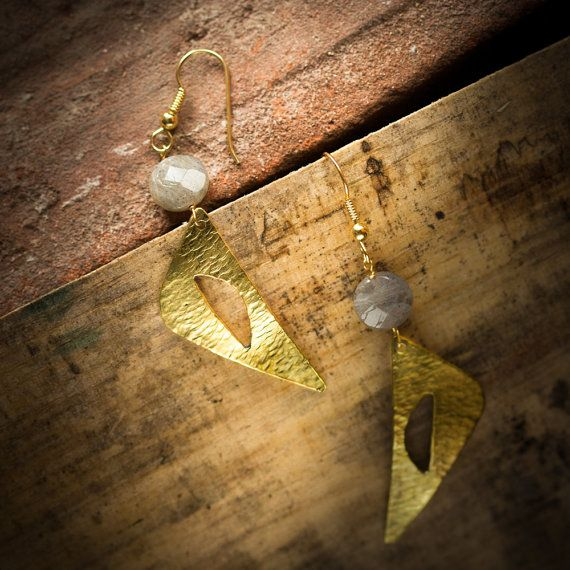 Handcrafted triangle earrings pair, totally handmade.  In hand hammered, 18K gold plated and vitrified brass.  With grey labradorite stone.