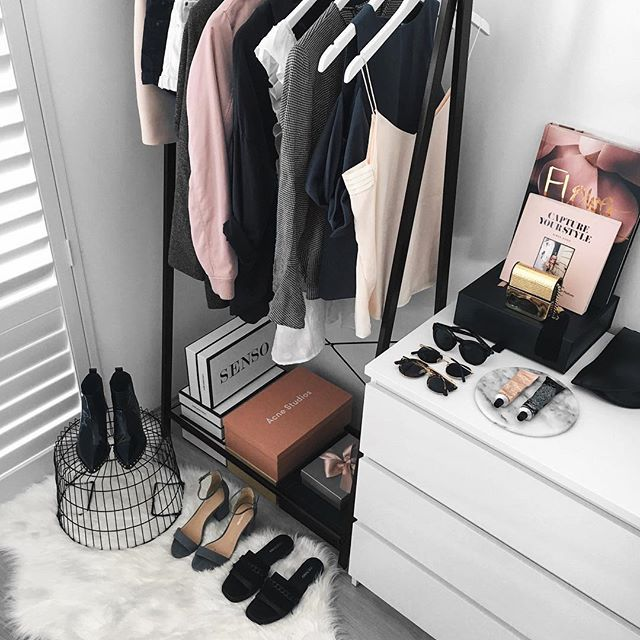 Still gravitating towards blush tones as it really heats up at home, with plenty of black and greys for good measure. ✌ What's your go-to shade right now? ✖