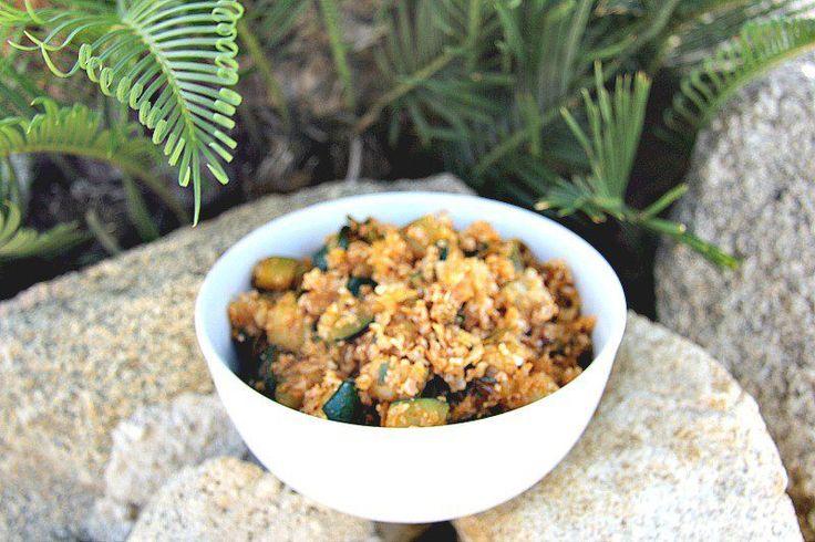 «Рис» из цветной капусты с кабачками  Пряный овощной «рис», который может быть как гарниром, так и полноценным блюдом.