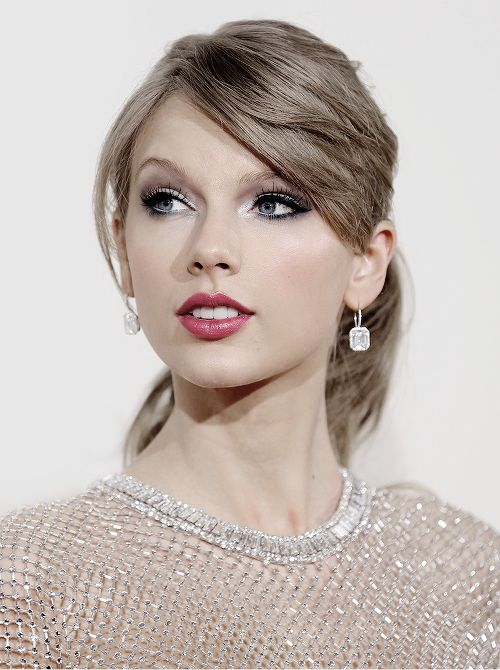 "alltaywell: "" ""Taylor Swift at the 56th Annual Grammy Awards (January 26, 2014) "" """