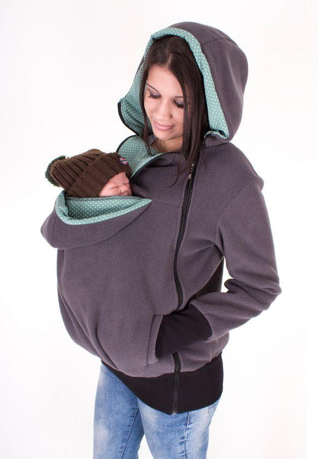 **EDDY 3-in-1 Tragejacke (Punkte)**  *Bequem, warm und ziemlich modisch!*  Die variable 3-in-1-Fleecejacke für Schwangerschaft, als Tragejacke mit Baby und als Freizeitjacke nach der...