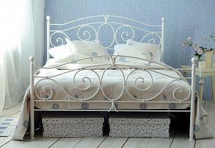 Białe metalowe łóżko kute SYLVIA produkcji firmy Artbed. Dostępne na www.artbed.pl