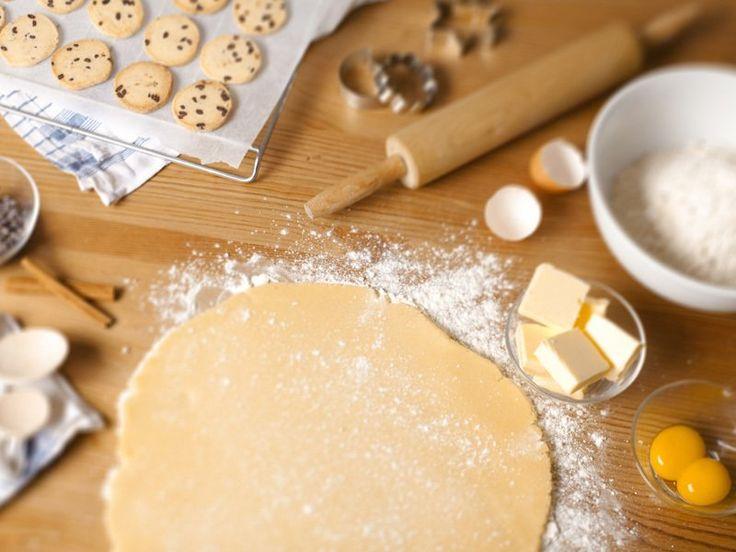 Gli ingredienti per la pasta frolla fatta in casa sono semplicissimi ed è facile averli sempre in casa: farina uova zucchero e burro. Per la buona riuscita della pasta frolla è determinante la scelta delle…